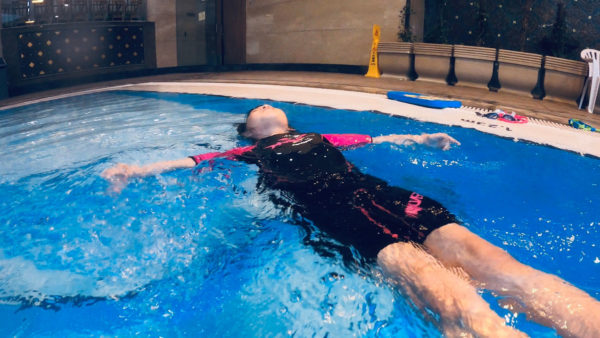 背泳-仰泳-小朋友示范